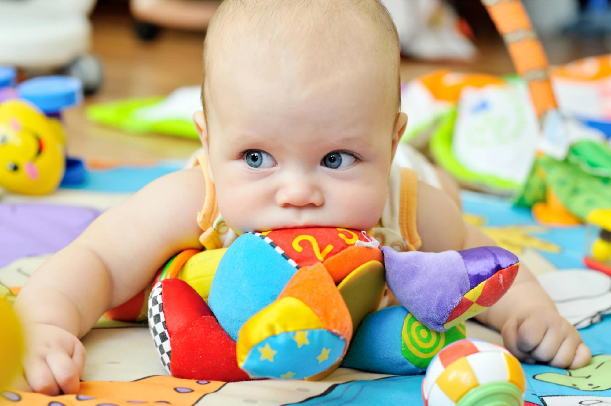 Что должен уметь ребенок в 3 месяца: новые навыки и реакции