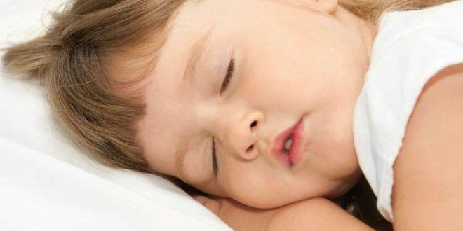 Почему ребенок скрипит зубами во сне – советы доктора комаровского 2020