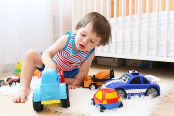 Почему ребенок ломает игрушки