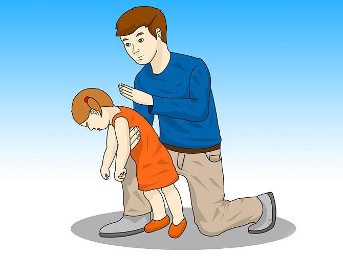 Что делать, если ребенок подавился и задыхается, первая помощь грудничку, малышу старше года