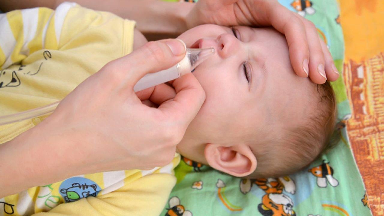 Как чистить носик новорожденному от соплей что бы не хрюкал