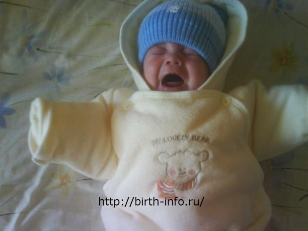 Как приучать к прогулкам новорожденного в зиму: при какой температуре, сколько времени