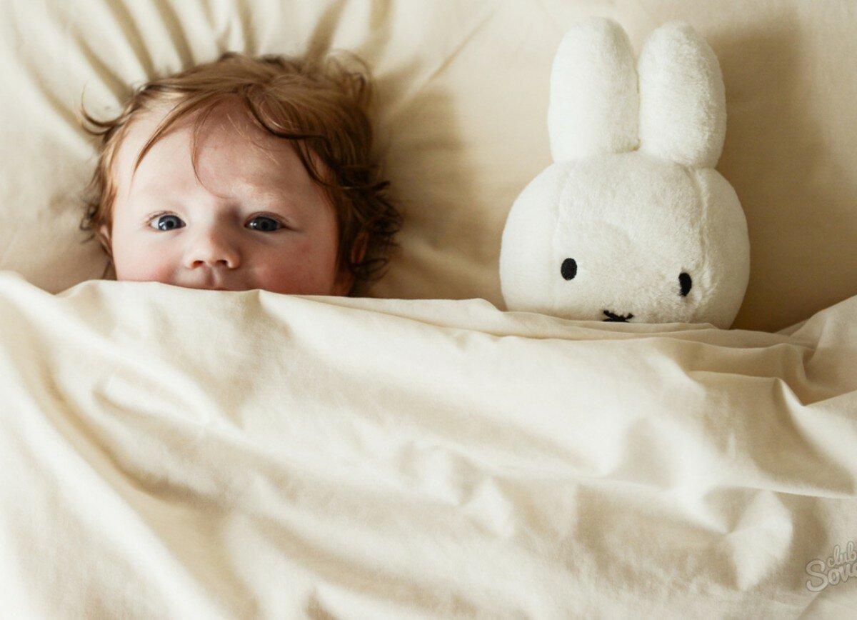 Укачивать ли ребенка перед сном: до какого возраста можно укачивать