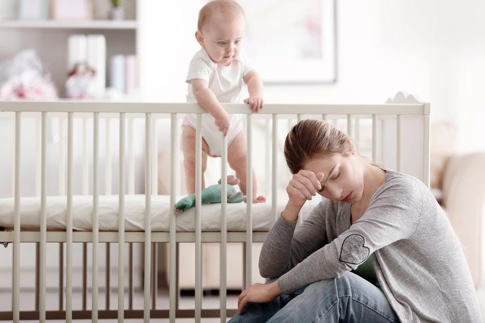 Послеродовая депрессия у отца: как проявляется, чем опасна?