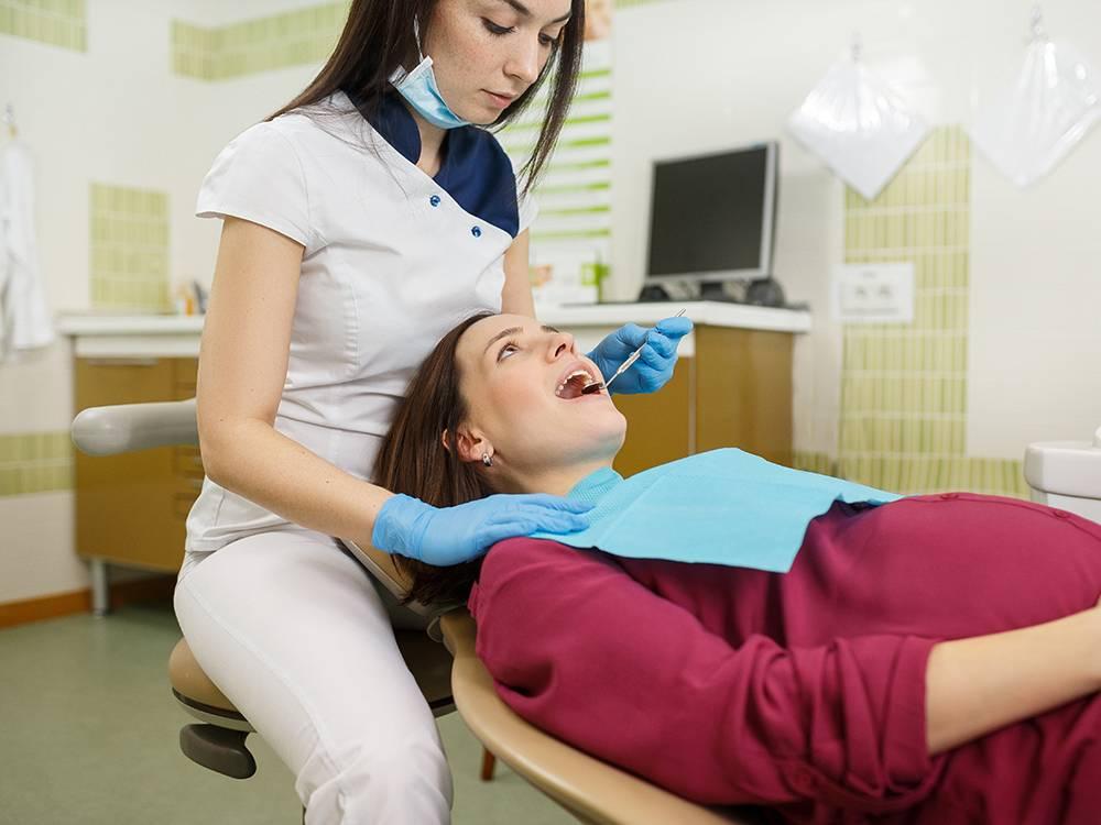 Лечение зубов при беременности: когда и на каком сроке можно?