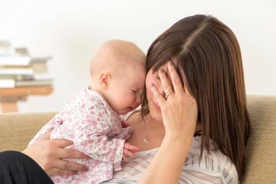 Послеродовая депрессия: почему это случается с мамами?