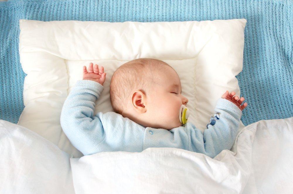 Подушка для новорожденных – виды, секреты выбора и применения