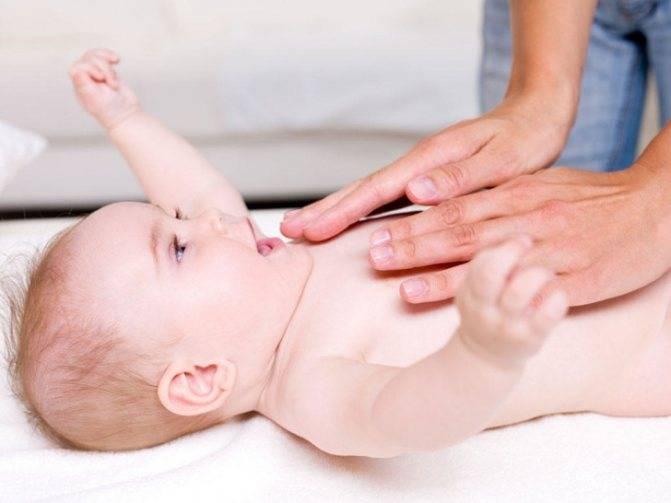 Массаж при коликах у новорожденного и грудничка: чем эта процедура помогает младенцам и как ее правильно делать ребенку при газиках в животе?