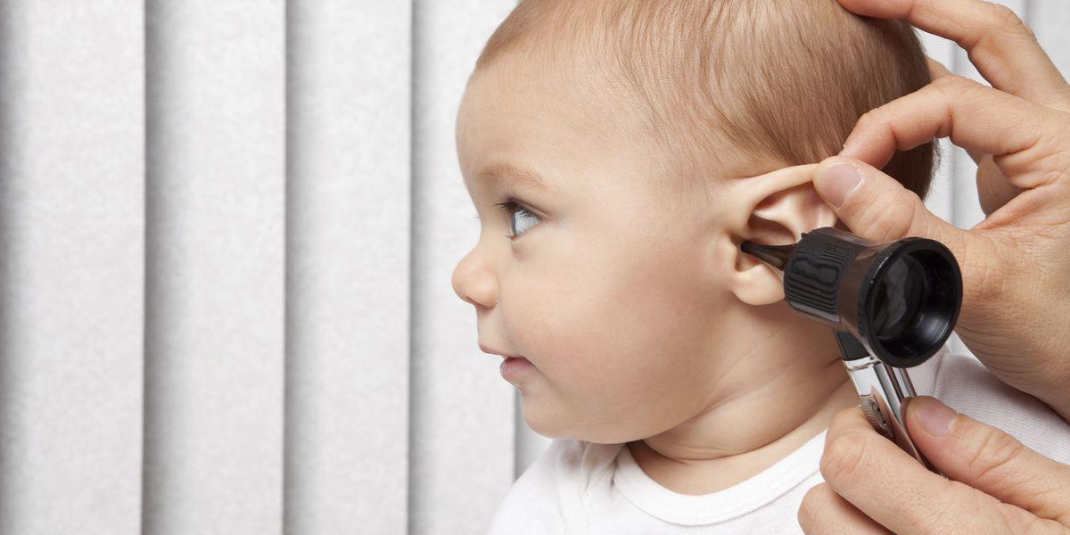 Что делать, когда болит ухо у ребенка – лекарства, народные средства, первая помощь