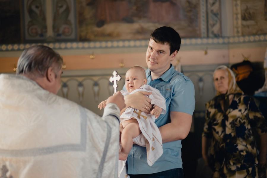 Не хочу крестить ребенка: правильно ли делаю