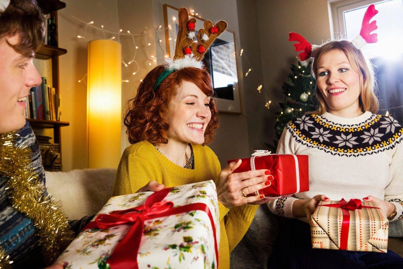 """Серпантин идей - сценарий домашней или дружеской вечеринки """"незабываемый новый год: воспоминаний – на год вперед!"""" // веселый сценарий новогодней вечеринки для праздника в кругу семьи или друзей"""