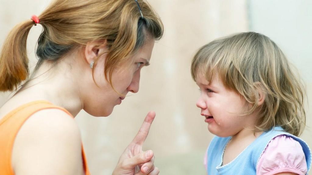 Не бей меня, мама: 6 причин, почему шлепать ребенка вредно