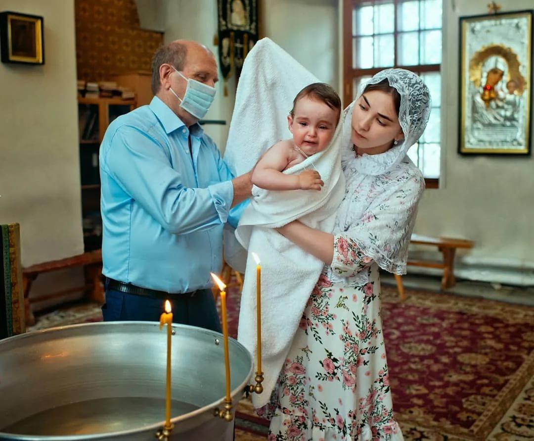 Можно ли крестить ребенка без присутствия крестных родителей, обязательные правила