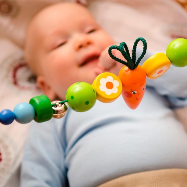 Когда новорожденному нужны погремушки