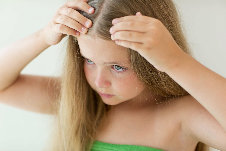 Сухая кожа на голове у грудничка: определение причины, лечение
