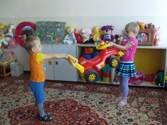 Жадность и конфликты на детской площадке