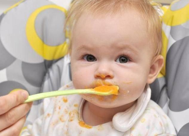 С какого возраста можно давать ребенку белок яйца? когда можно вводить куриный яичный белок, причины аллергии, почему нельзя