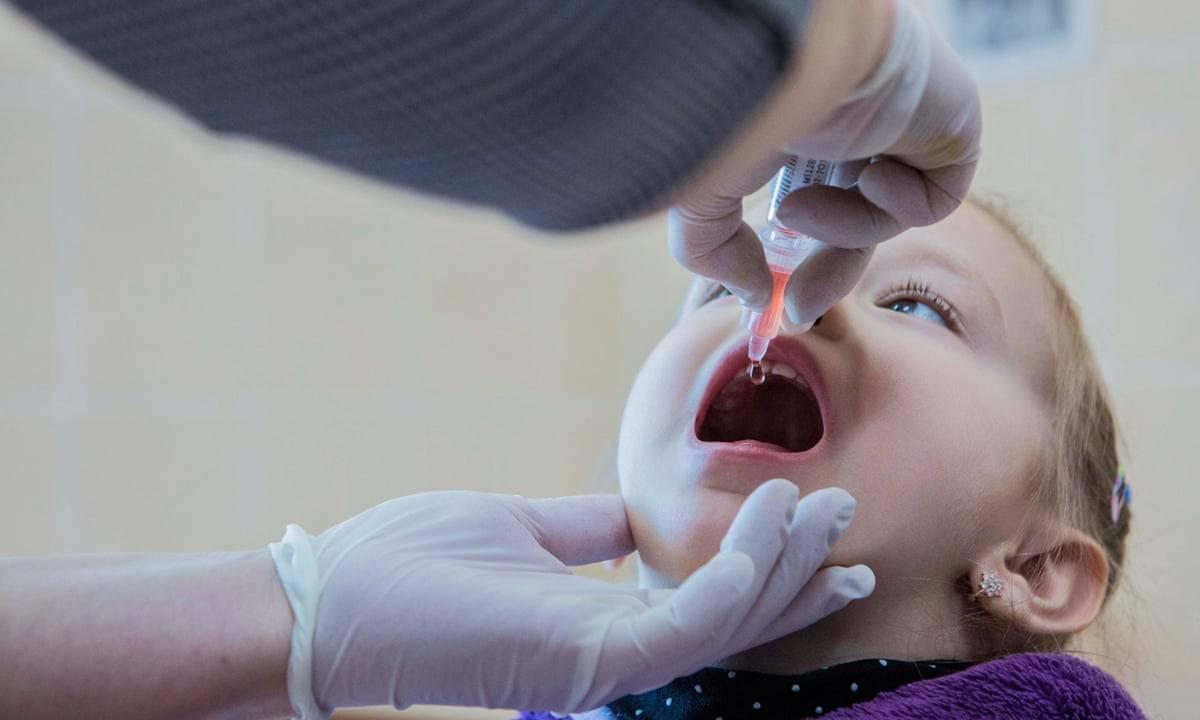 Заразен ли ребёнок после прививки от полиомиелита