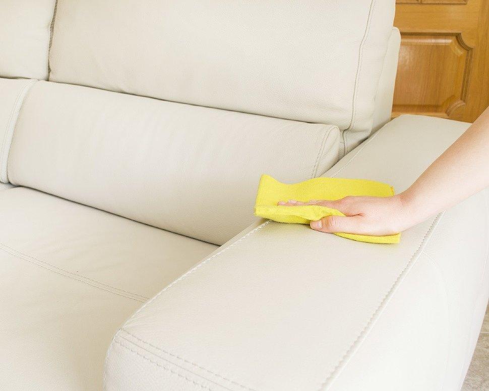 Избавляемся от запаха мочи на обивке дивана с помощью народных средств