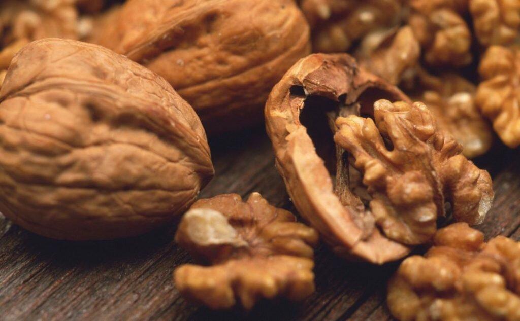 Польза и вред орехов при беременности: можно ли есть грецкий, бразильский, мускатный и другие?