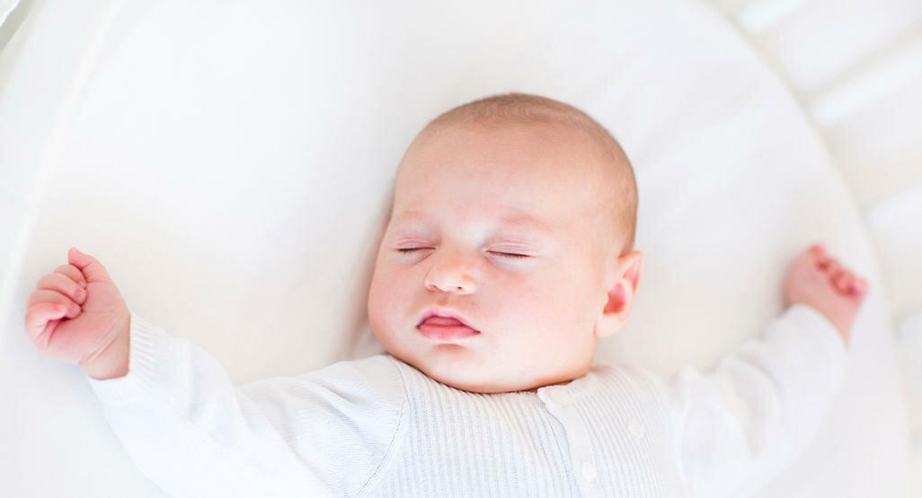 Почему у грудничка потеет голова во время сна
