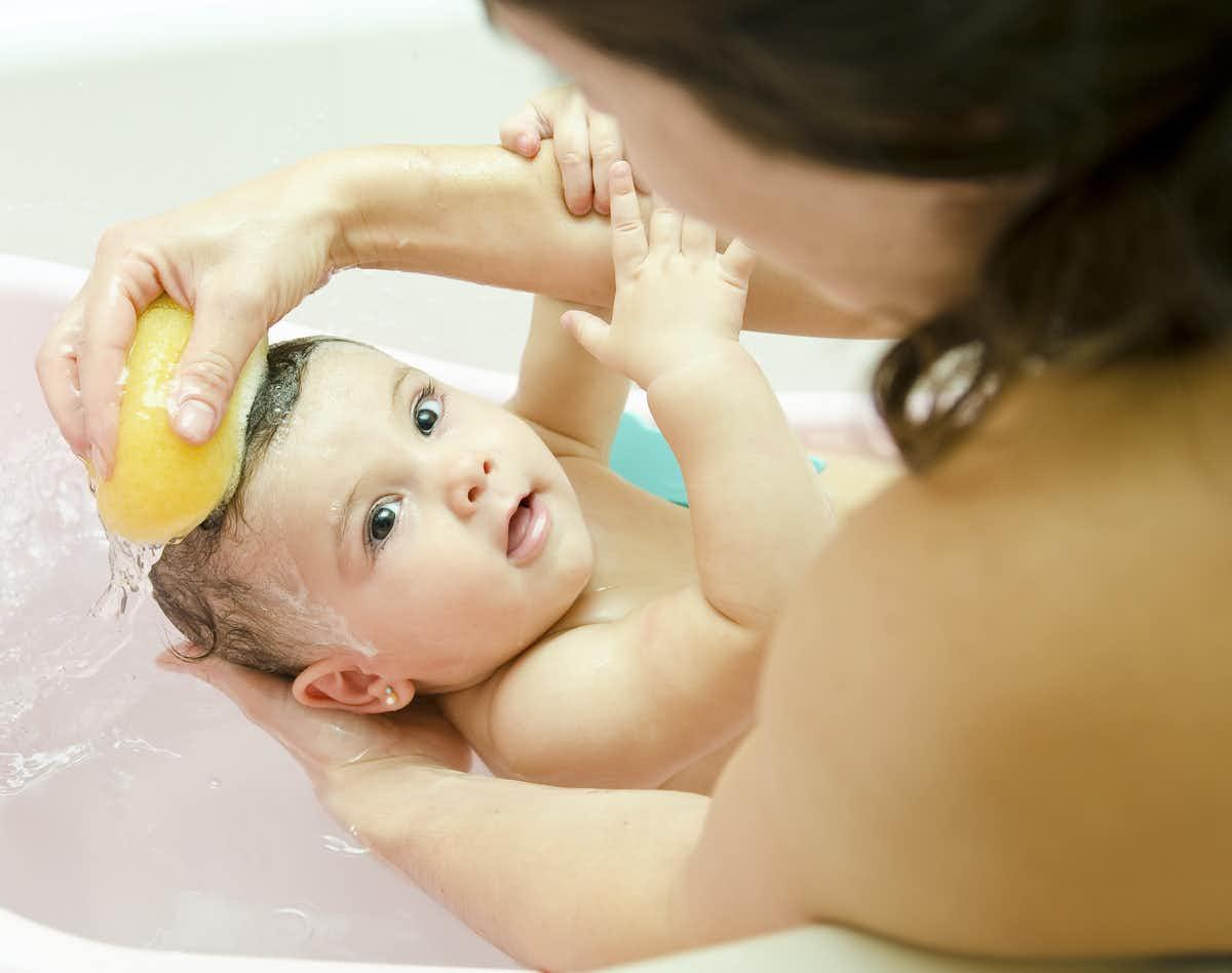 Чем и как мыть голову ребенку
