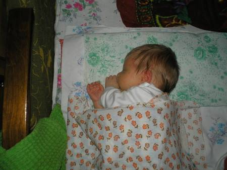 5 способов отучения малыша от пеленания и советы по укачиванию