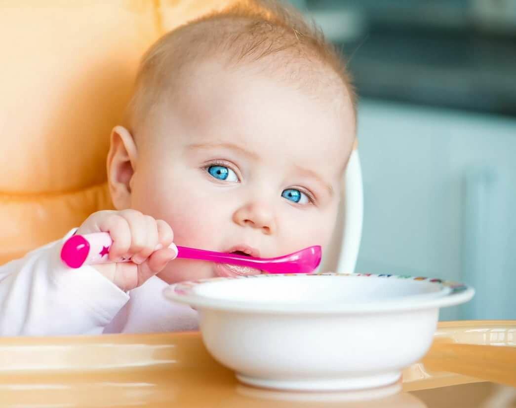 Что делать, если ребенок плохо ест прикорм?