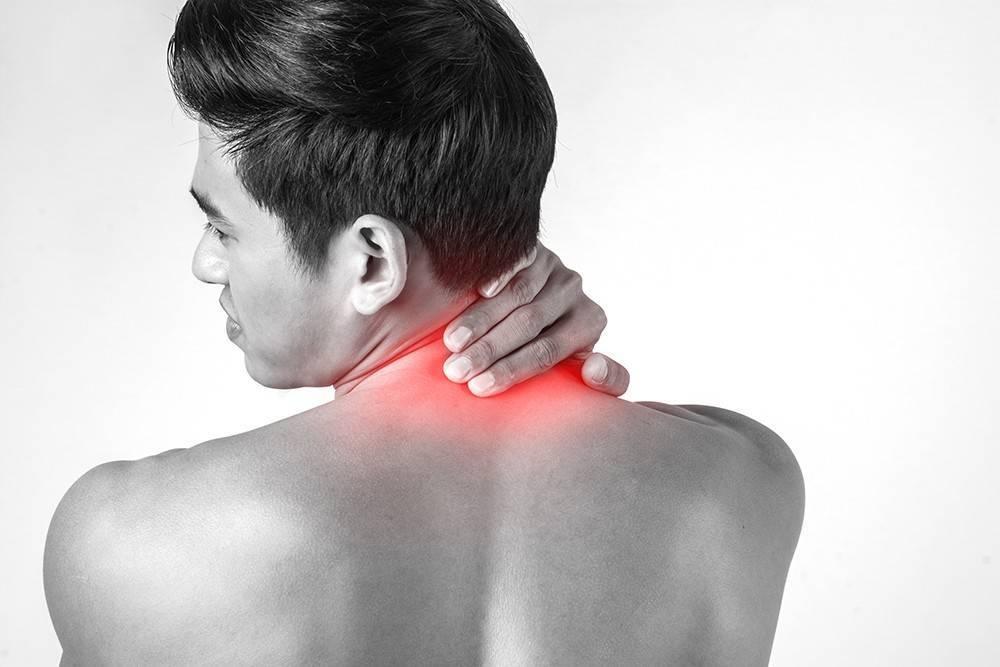 Боль в шее с правой стороны: причины появления и следствия