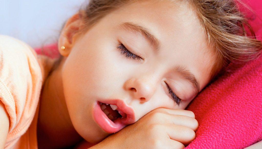 Что делать, если ребенок храпит во сне – советы доктора комаровского 2020