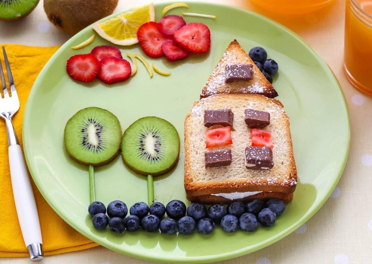 6 лучших рецептов полезных завтраков для детей от года до трех – что готовить ребенку на завтрак?