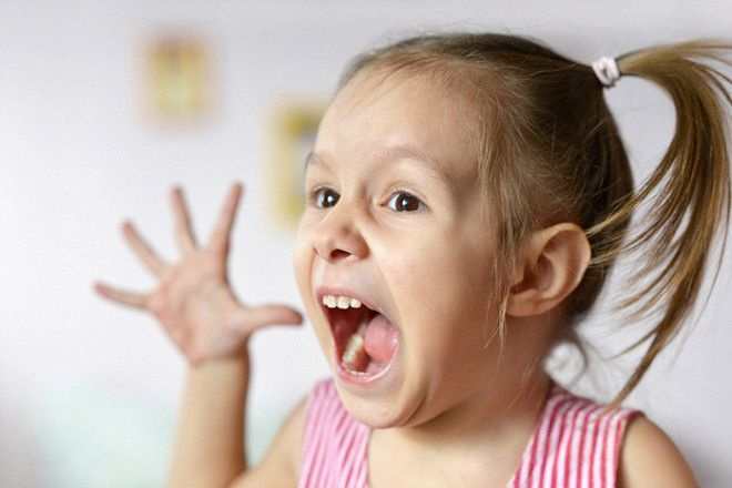 Истерика у ребенка: как успокоить, что делать, как отучить