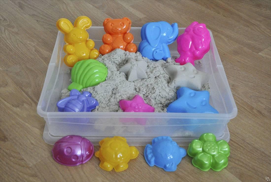 Играем с живым песком: состав массы для лепки, хранение набора, домашняя песочница для детей своими руками