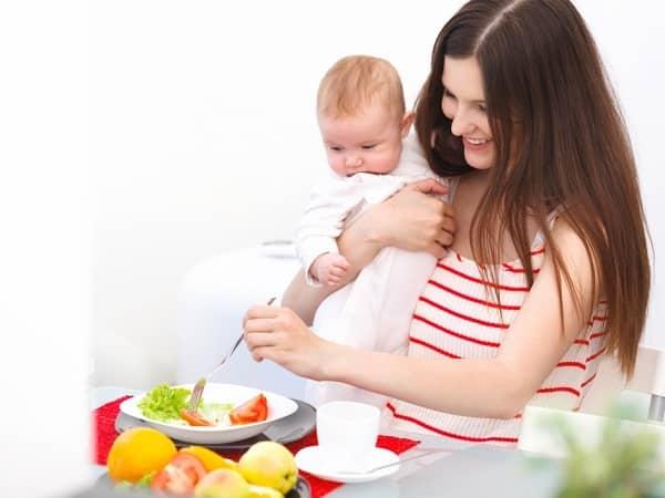 В гости с ребенком до года. что взять с собой, чем кормить, как уложить спать и как обеспечить комфорт малышу в гостях