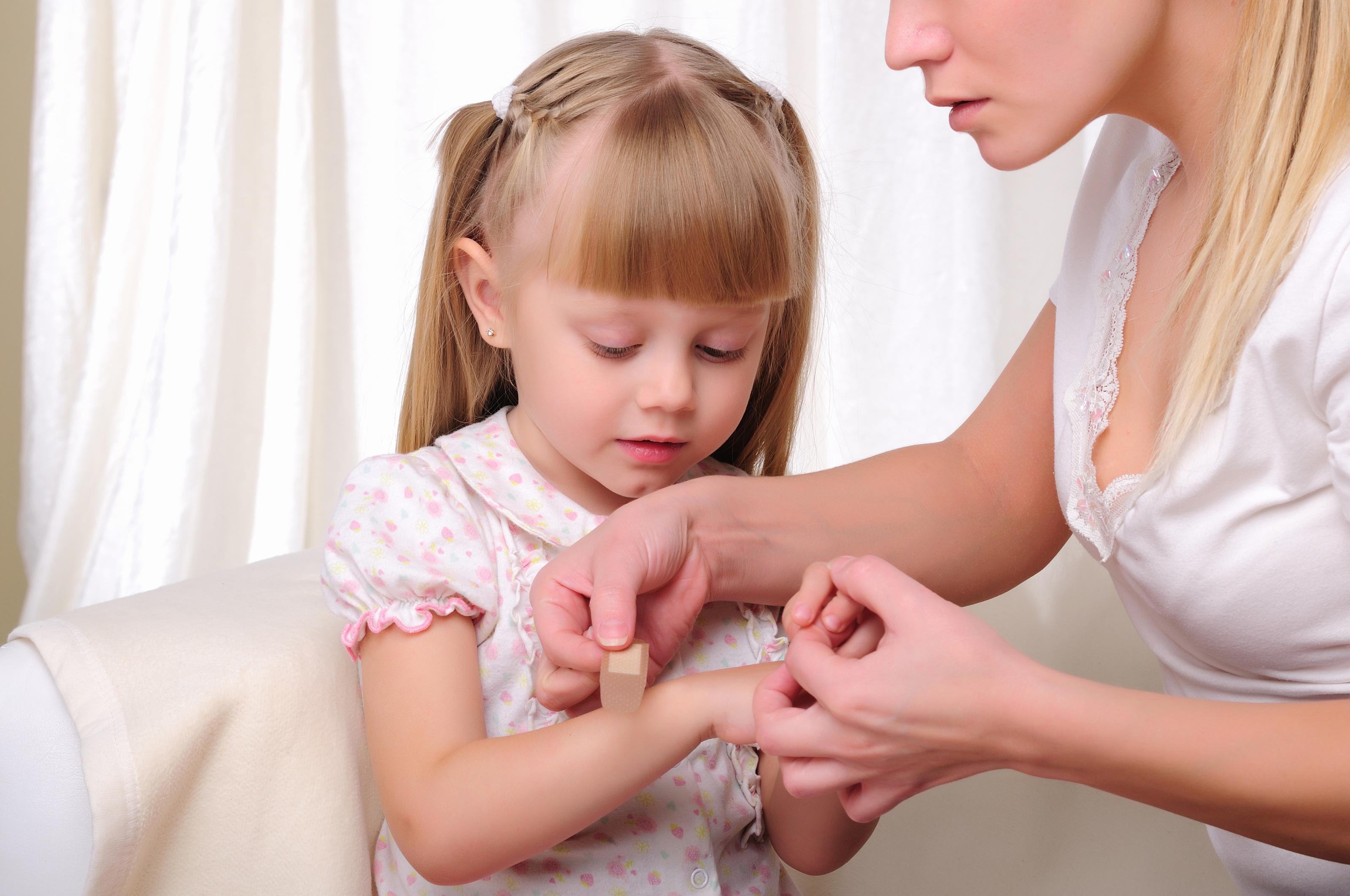 Снимаем ушную боль в домашних условиях у ребенка: как понять что болят уши?