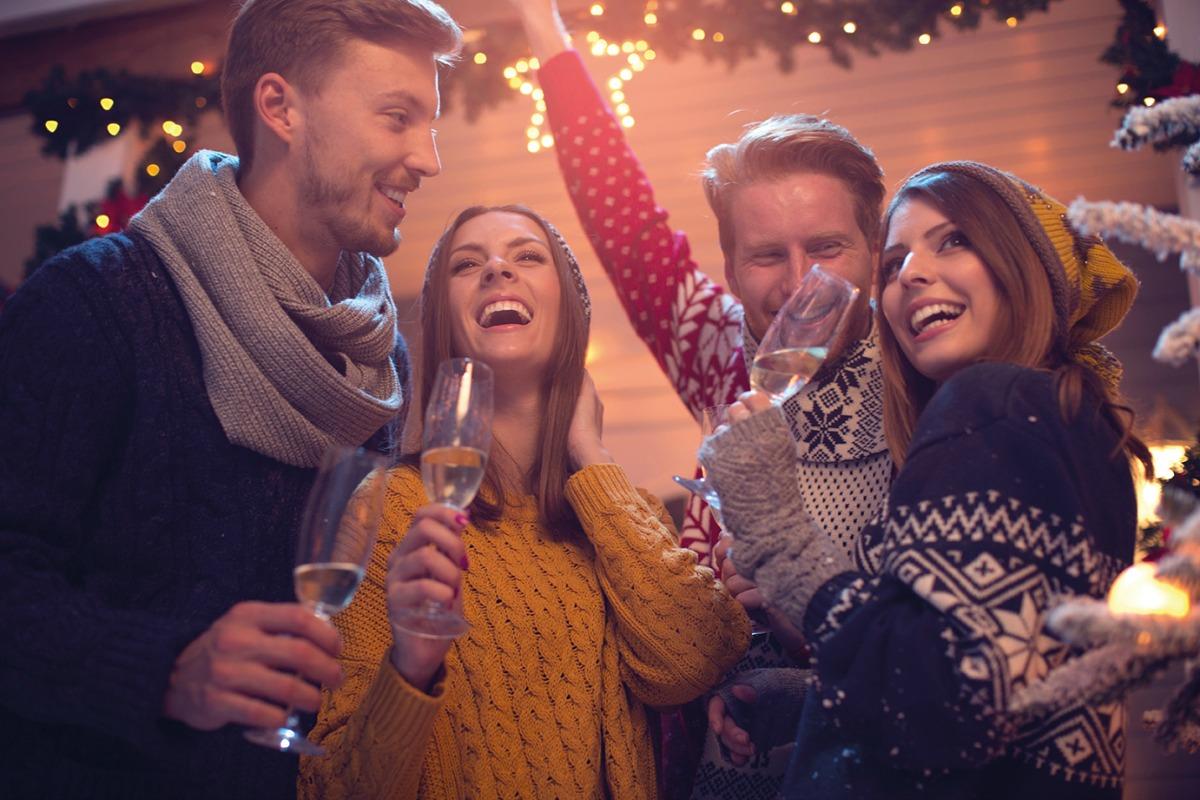 Веселый новый год в кругу семьи: сценарий, игры, конкурсы