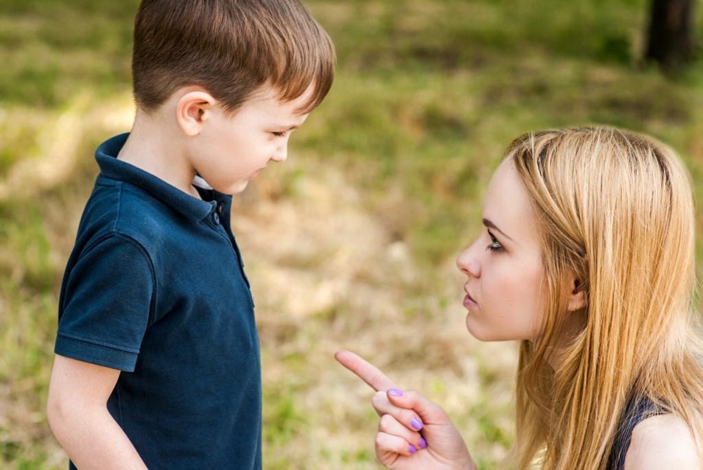 Что делать, если ребенок манипулирует родителями - как вести себя с манипулятором?