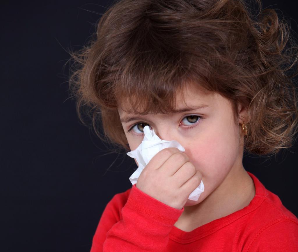 У ребенка заложен нос, но нет насморка: что делать?