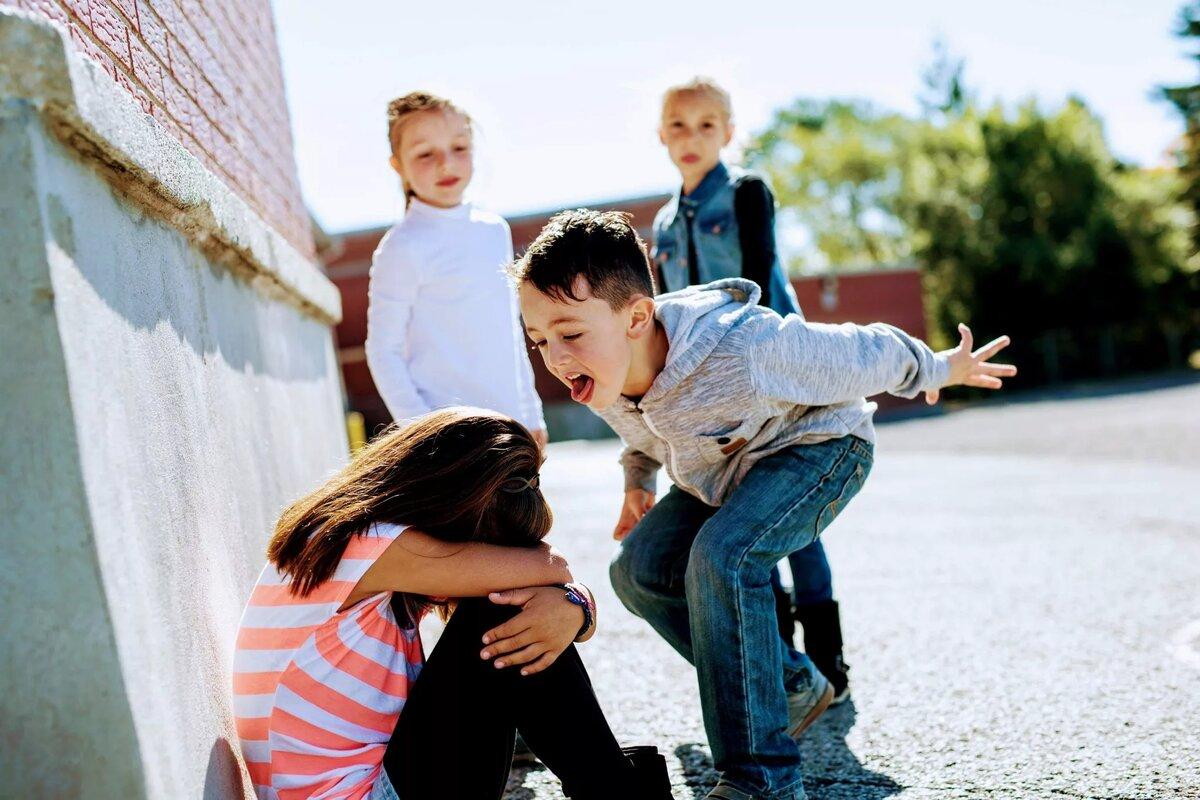 Буллинг в школе – проблема, профилактика, причины и как бороться