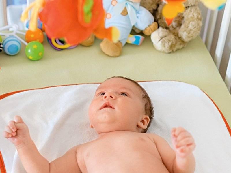 Особенности развития новорожденного ребенка на втором месяце жизни