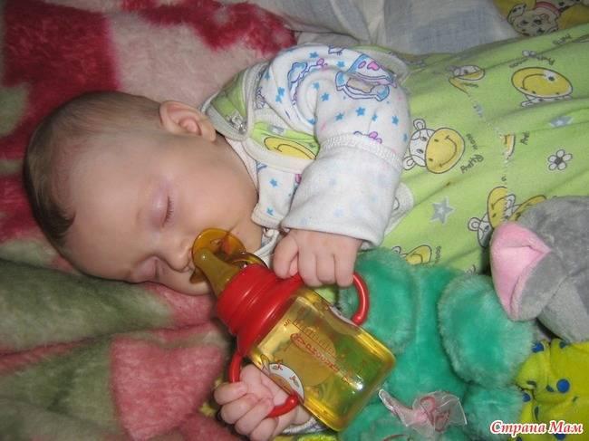 Как правильно отучить ребёнка от бутылочки перед сном?