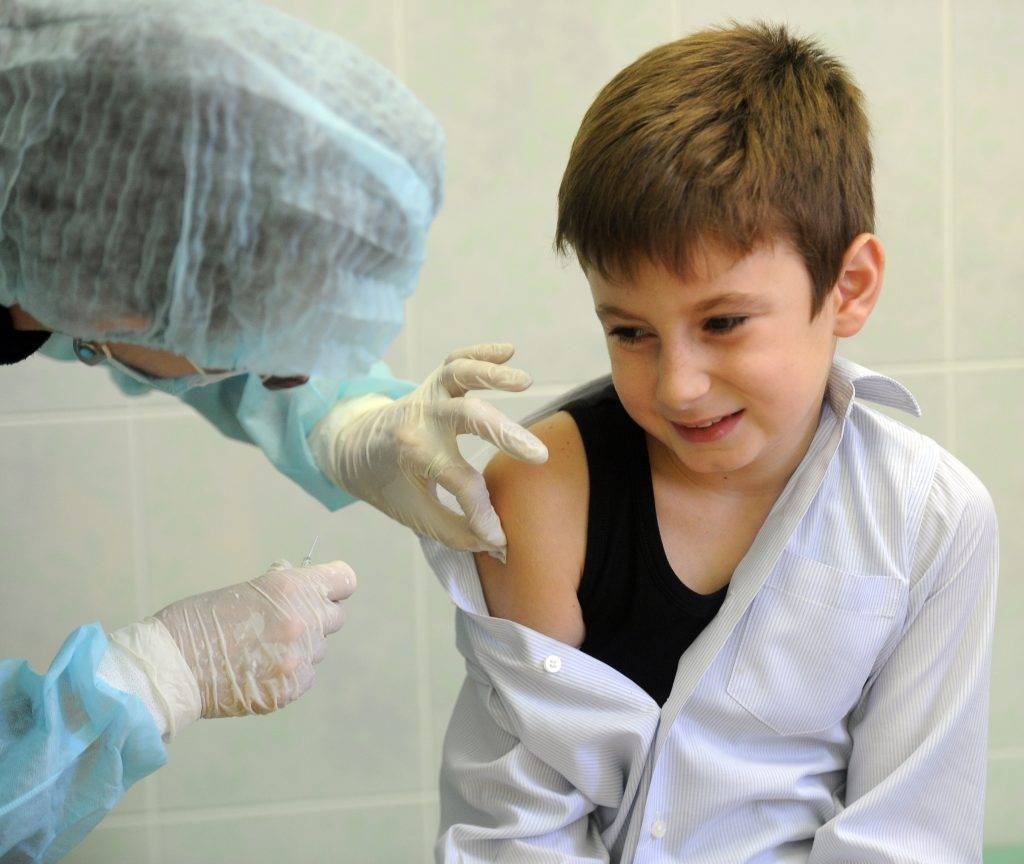 """Самая """"заметная"""" прививка в плечо: от чего делают и почему остается шрам?"""