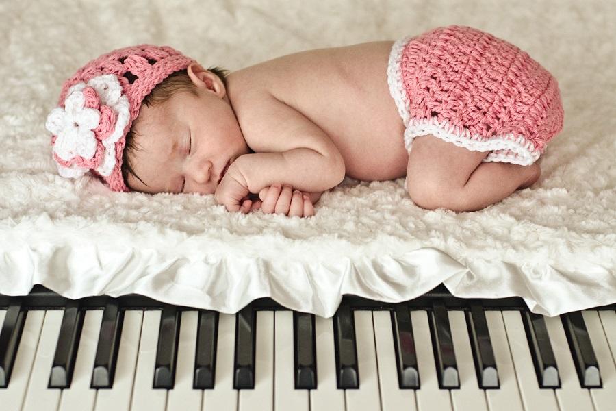 Музыка для новорожденных: можно ли, когда и какую музыку включать грудничку?