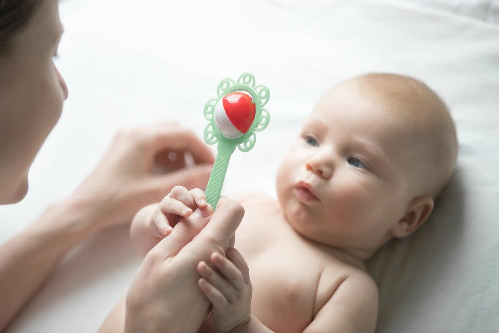 С какого возраста нужны погремушки для новорожденных | мамина любовь