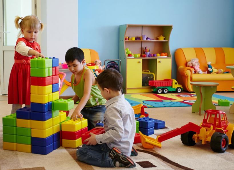 По какой причине ваши дети не посещают детсад? ответьте пожалуйста, девочки, кто не водит своих деток в садик!