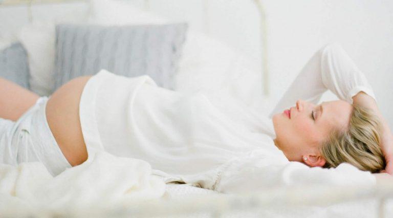 Бессонница у женщины при беременности — разбираемся в причинах и способах лечения