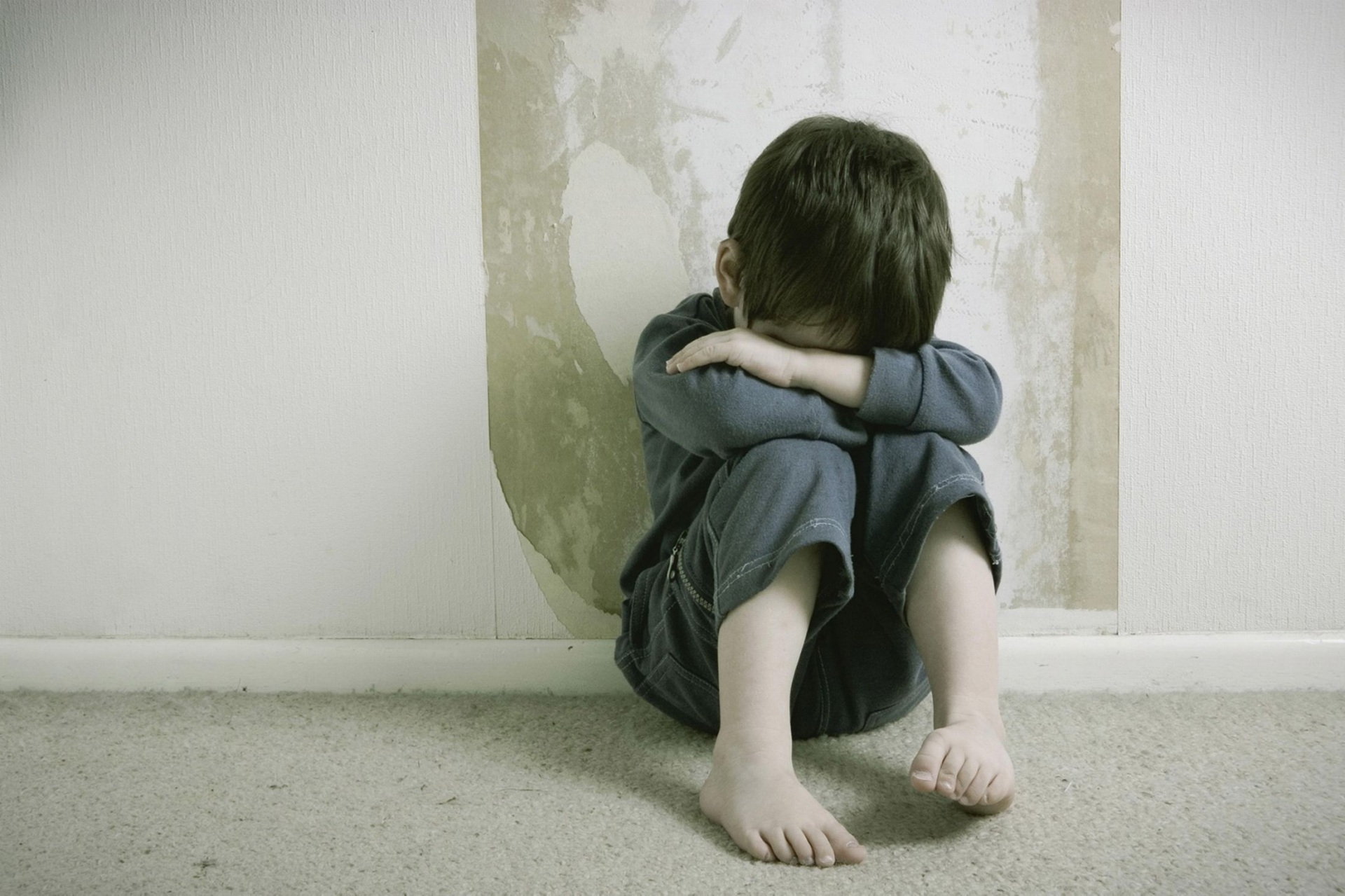 Почему нельзя запрещать малышу расстраиваться и плакать: советы психологов