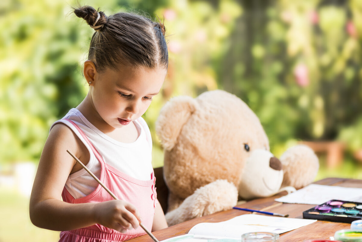 Нужно ли родителям волноваться, если у ребенка появился воображаемый друг: психологи объяснили