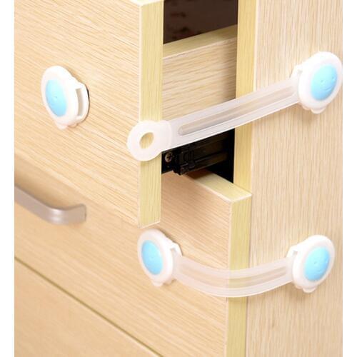Как закрыть шкафы и ящики от маленьких детей?