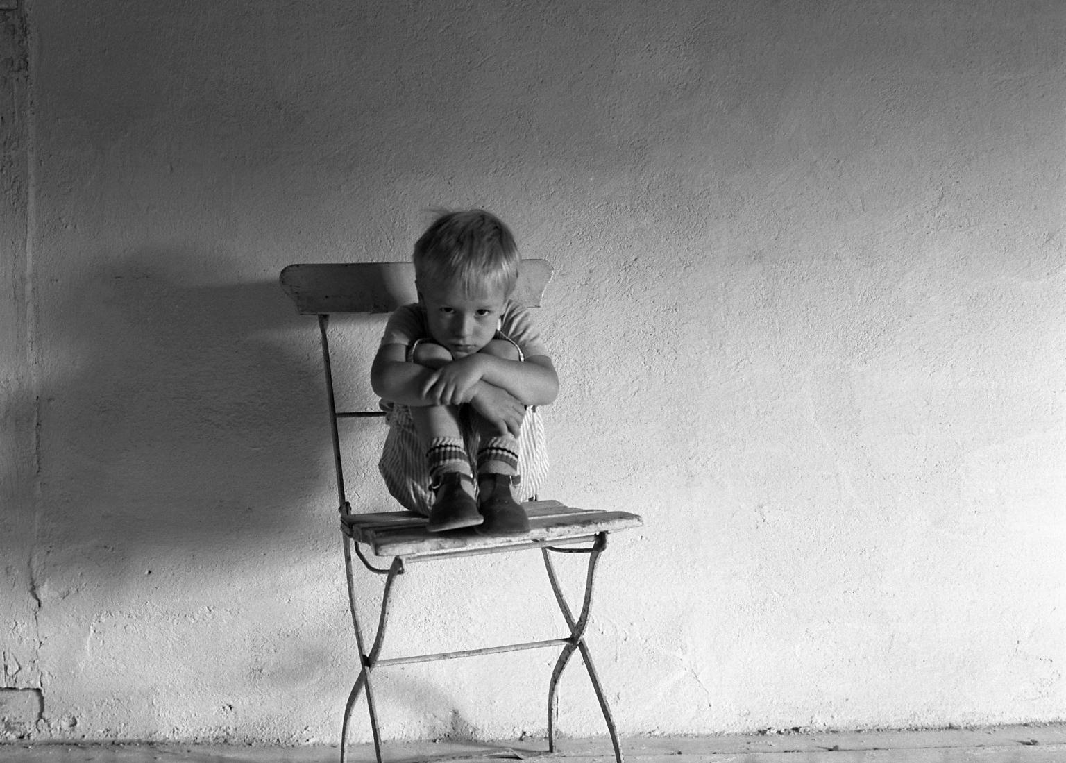 Ребенок-невидимка: чем может быть опасно одиночество в детстве?